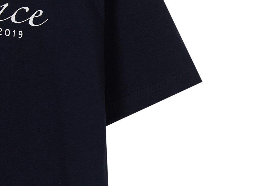 인사일런스(IN SILENCE) 스크립트 로고 티셔츠 NAVY