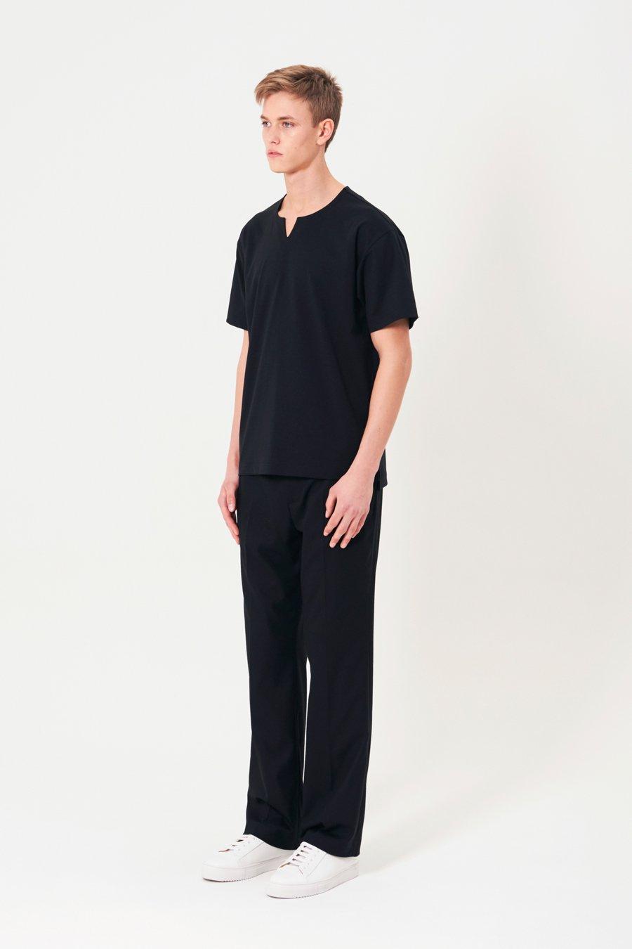 인사일런스(INSILENCE) 노치넥 티셔츠 BLACK