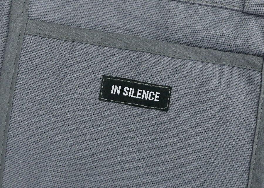 인사일런스(IN SILENCE) 로고 에코백 GREY