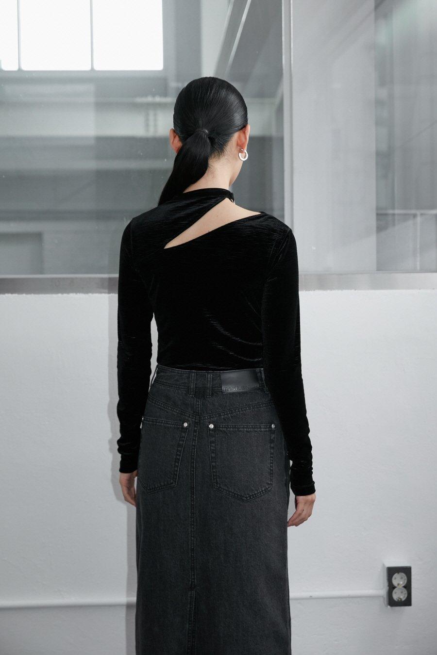 인사일런스 우먼(INSILENCE WOMEN) 컷아웃 타이 스트랩 벨벳 탑 BLACK