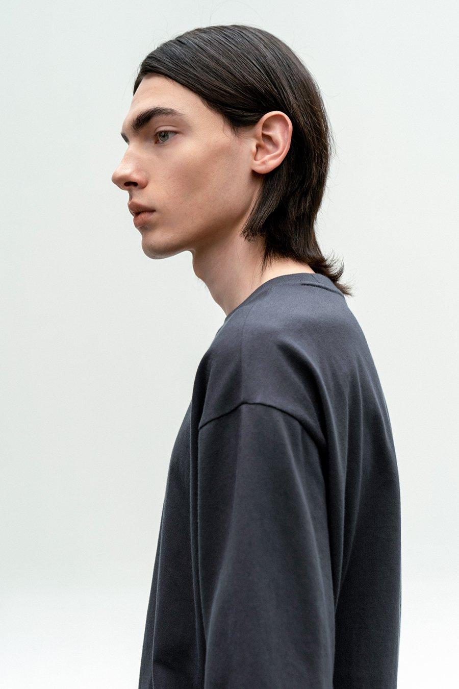인사일런스(IN SILENCE) 수피마 코튼 프리미엄 티셔츠 DARK GREY