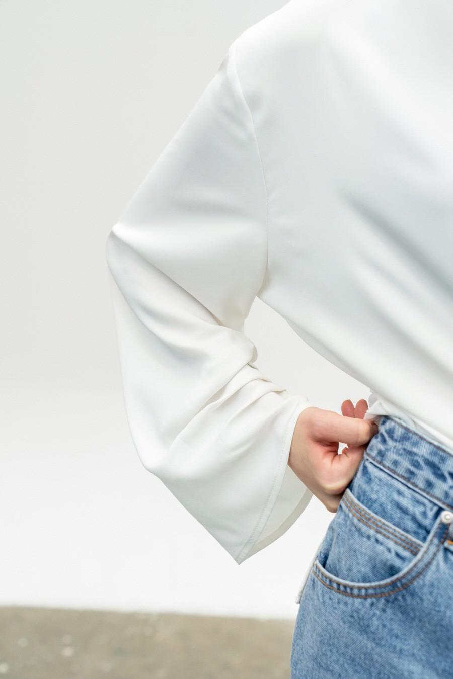 인사일런스 우먼(INSILENCE WOMEN) 스트랩 블라우스 WHITE
