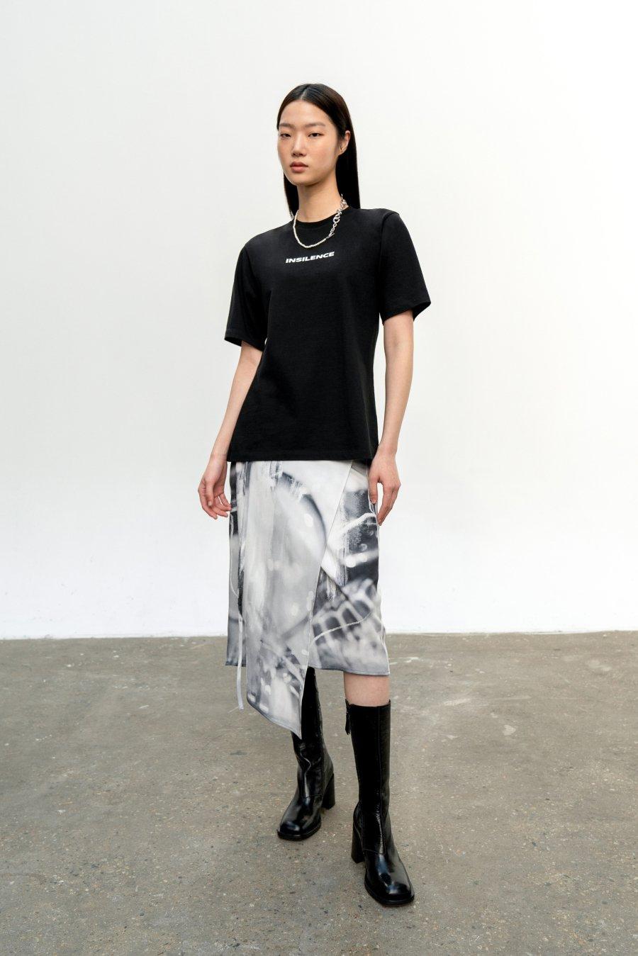 인사일런스 우먼(INSILENCE WOMEN) 로고 티셔츠 BLACK